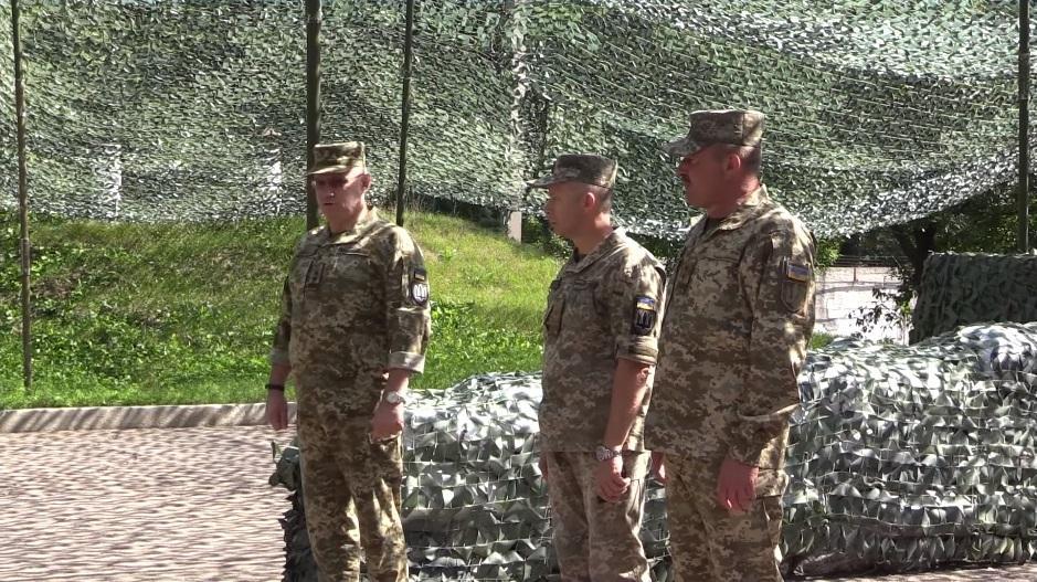 Руслан Хомчак представил личному составу ООС нового командующего / скриншот видео