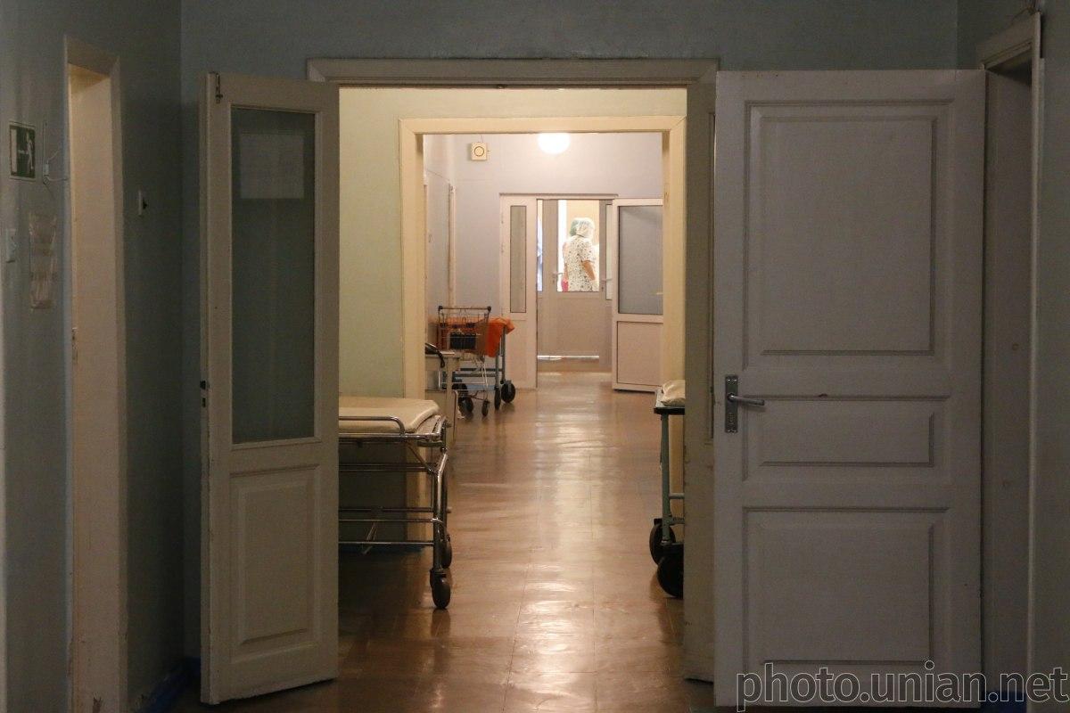 Сейчас мужчина с женой находятся на карантине в инфекционной больнице / фото УНИАН