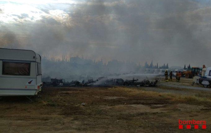 Молния сожгла трейлерный парк в Испании / twitter.com/bomberscat