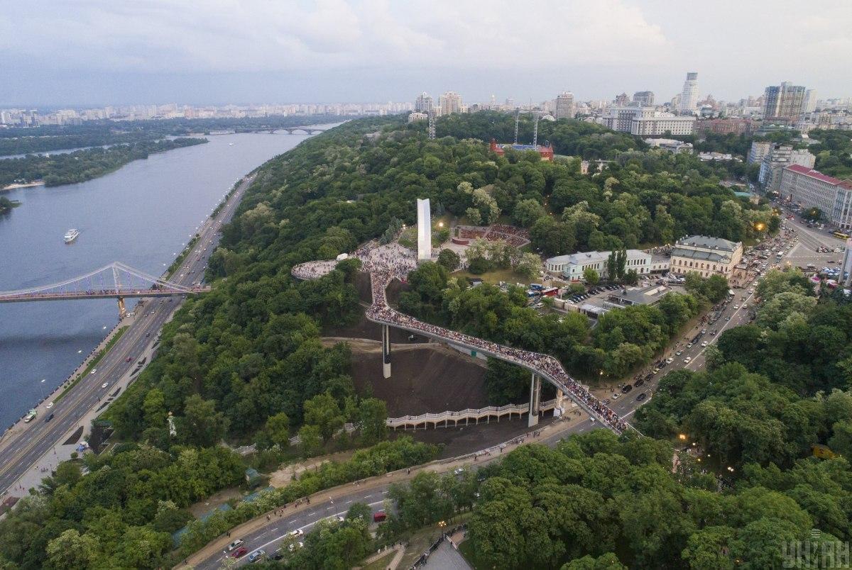 Вторую очередь реконструкции парка «Владимирская горка» планируется завершить осенью / фото УНИАН