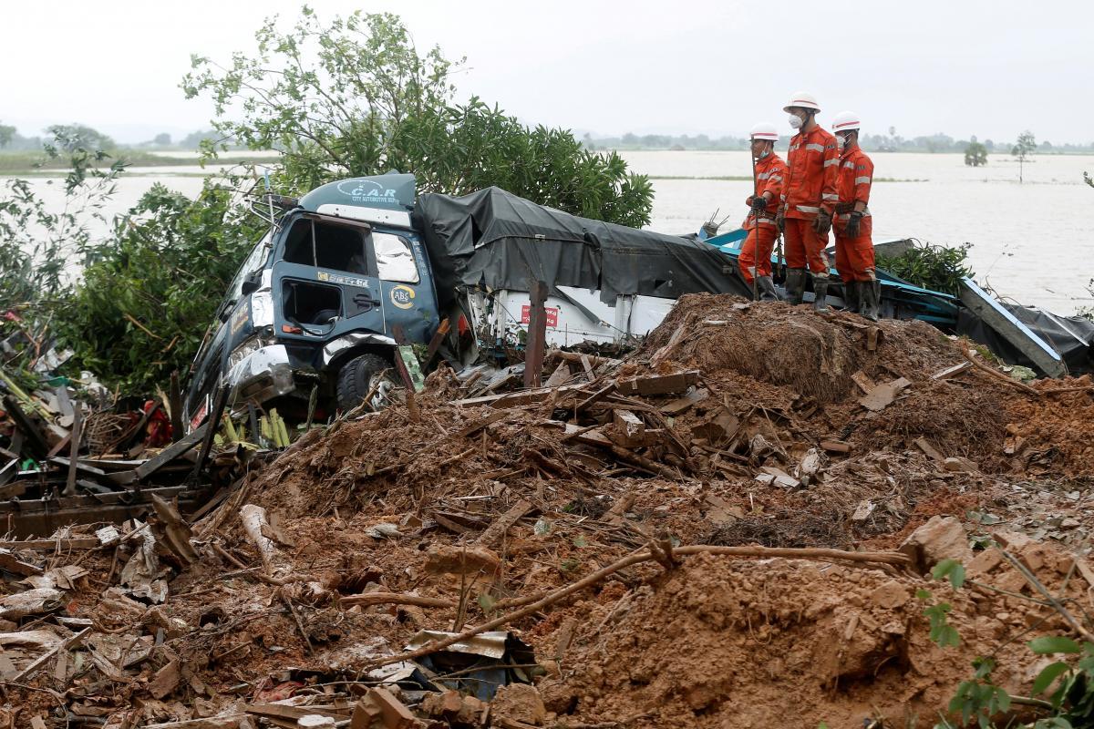 Последствия оползня в Мьянме / REUTERS