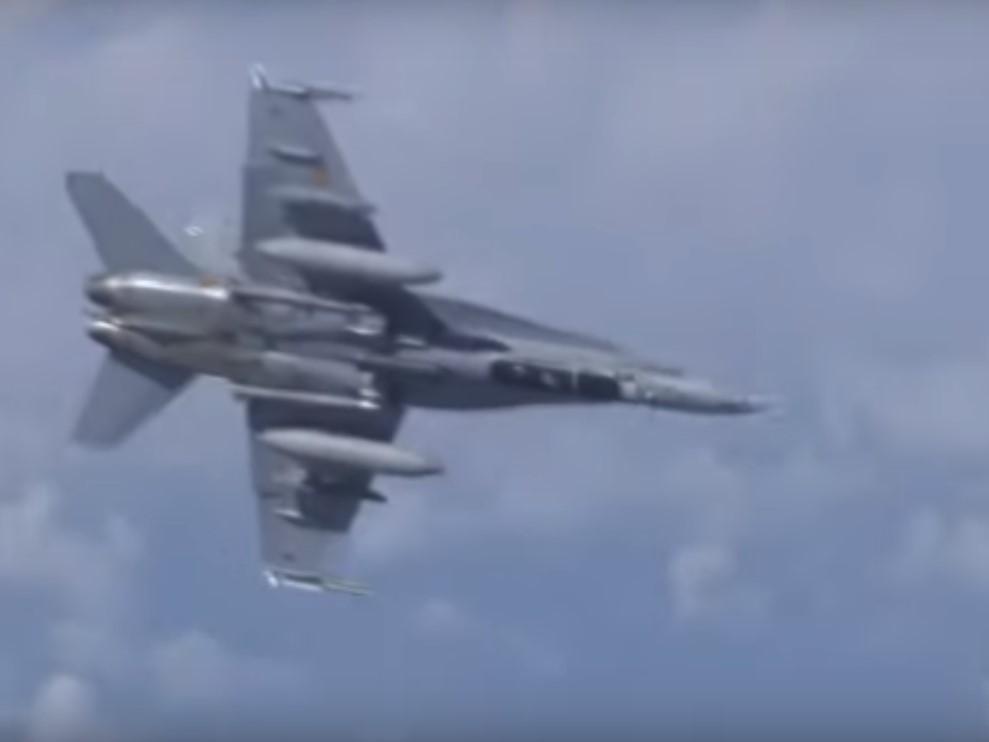 Российские Су-27 оттеснили истребитель НАТО / скриншот