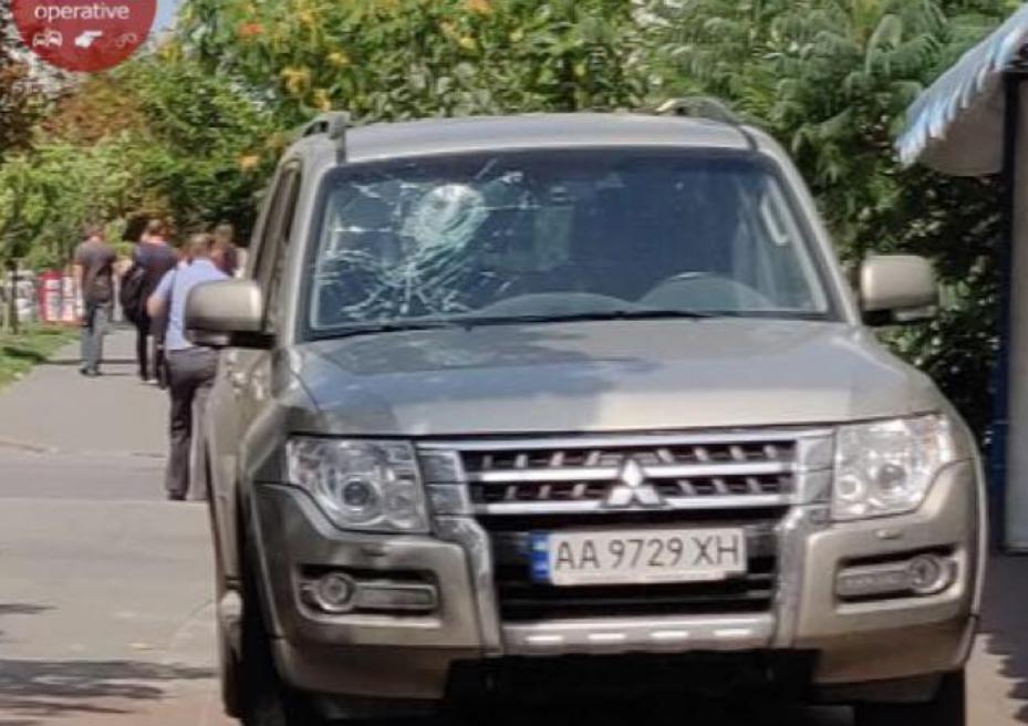 """В Киеве водитель """"Mitsubishi"""" наехал на ребенка / Facebook, Киев Оперативный"""