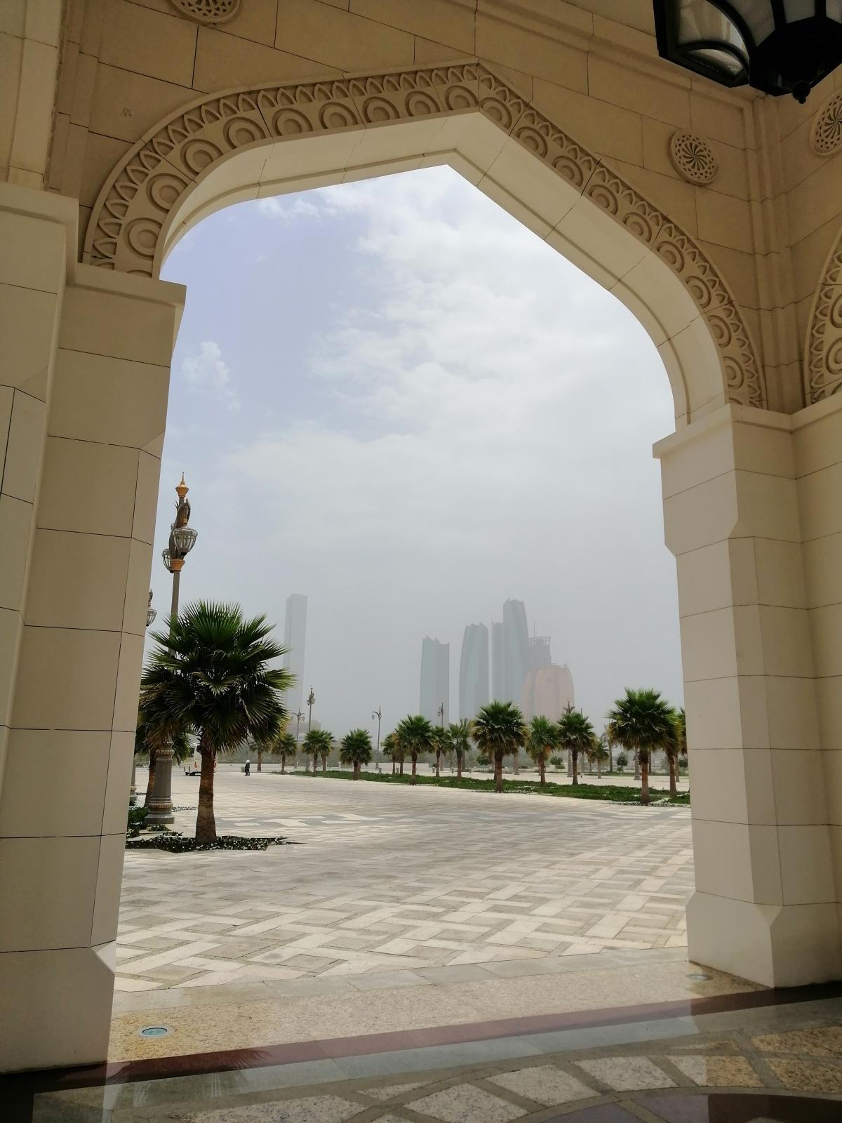 Абу-Даби - город контрастов / Фото Нина Жильцова