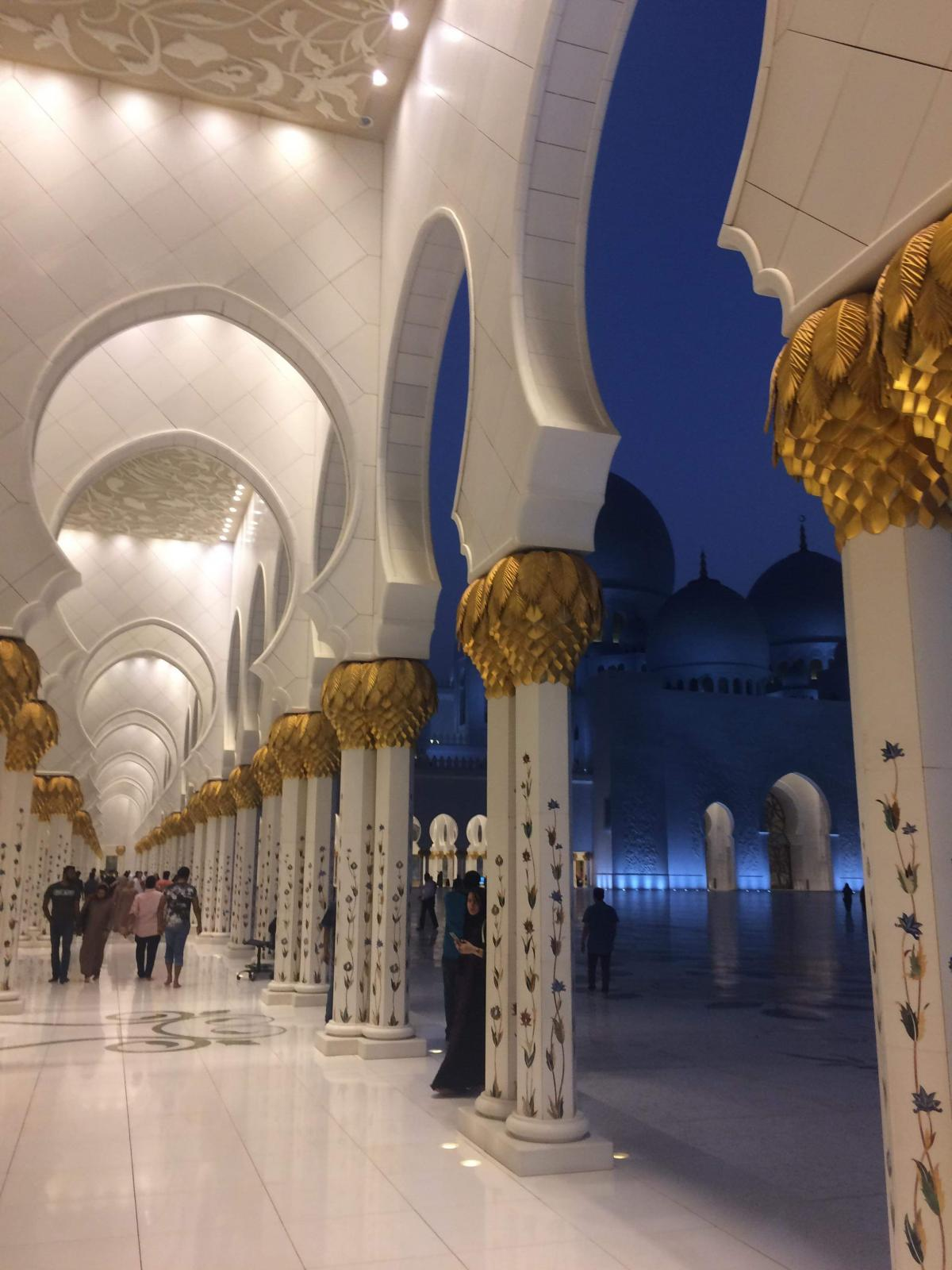 Абу-Даби - мультинациональный город / Фото Нина Жильцова