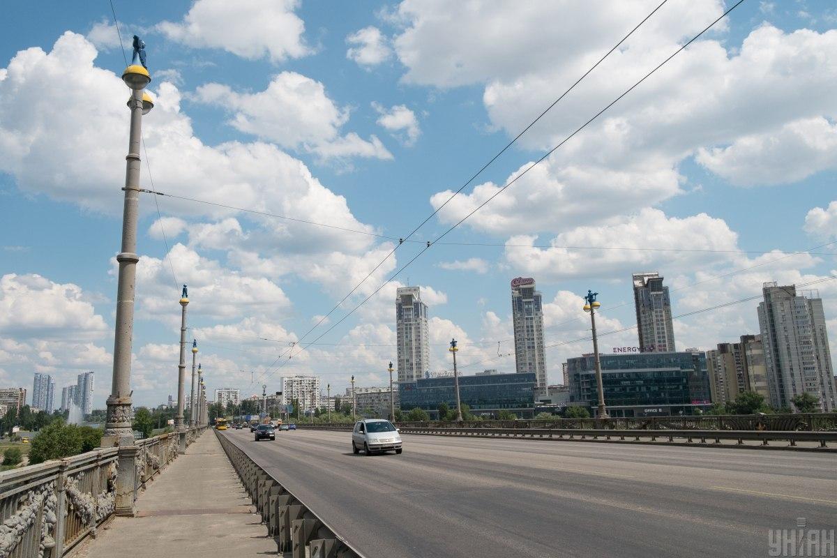 Мост находится в аварийном состоянии и требует неотложного детального обследования с последующим ремонтом / фото УНИАН