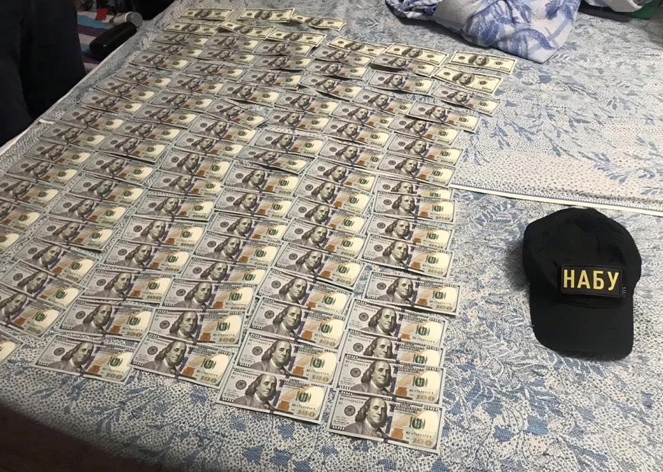 Замглавы МинВОТ подозревают в вымогательстве взятки в 1,1 миллиона долларов / фото facebook.com/nabu.gov.ua