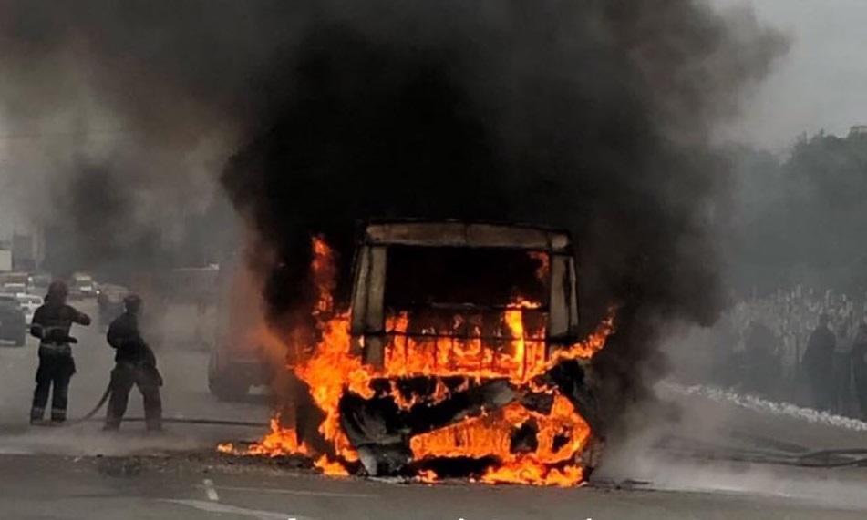 Маршрутка загорілася під час руху / фото: Киев Оперативный