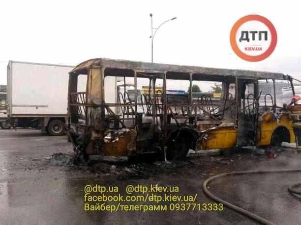 Транспортное средство сгорел полностью / фото: dtp.kiev.ua