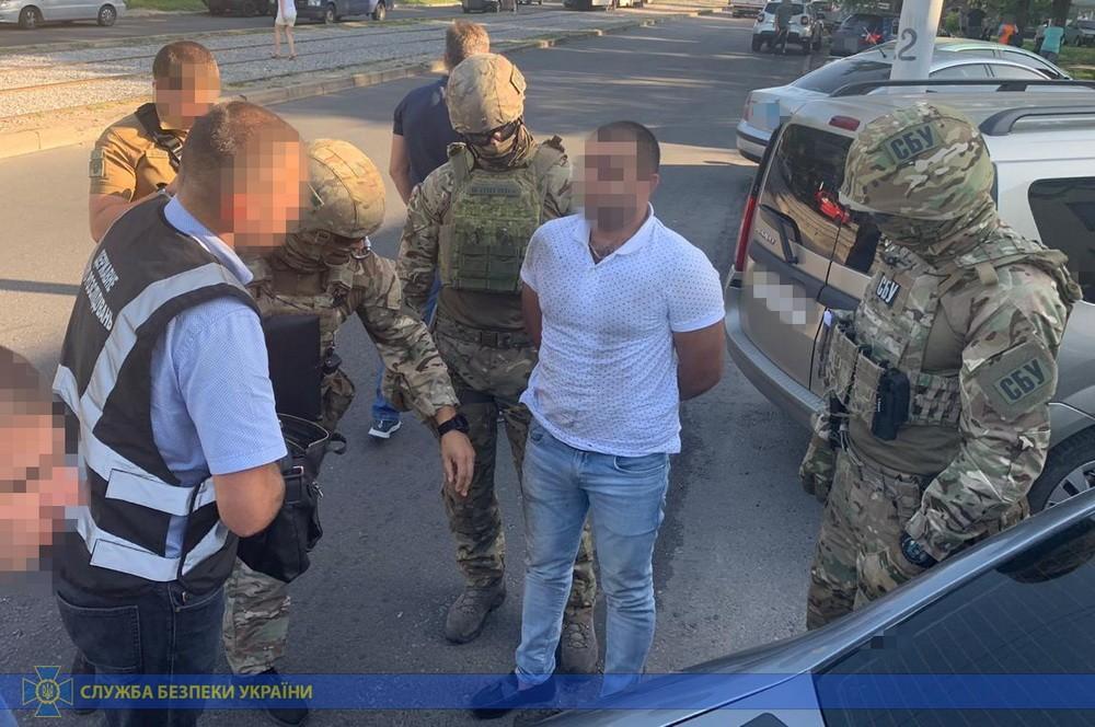 Полицейского задержали в ходе инсценировки преступления / Фото пресс-службы СБУ