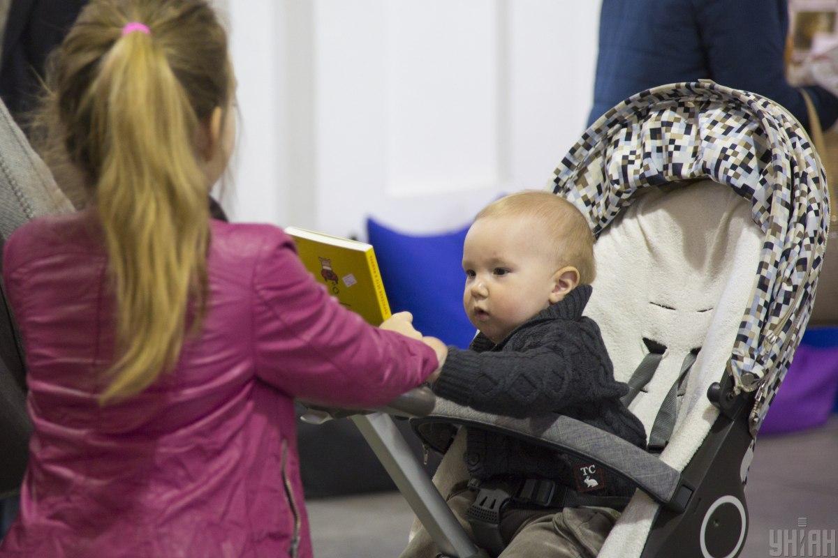 Биометрический паспорт ребенку можно оформить с самого рождения / фото УНИАН