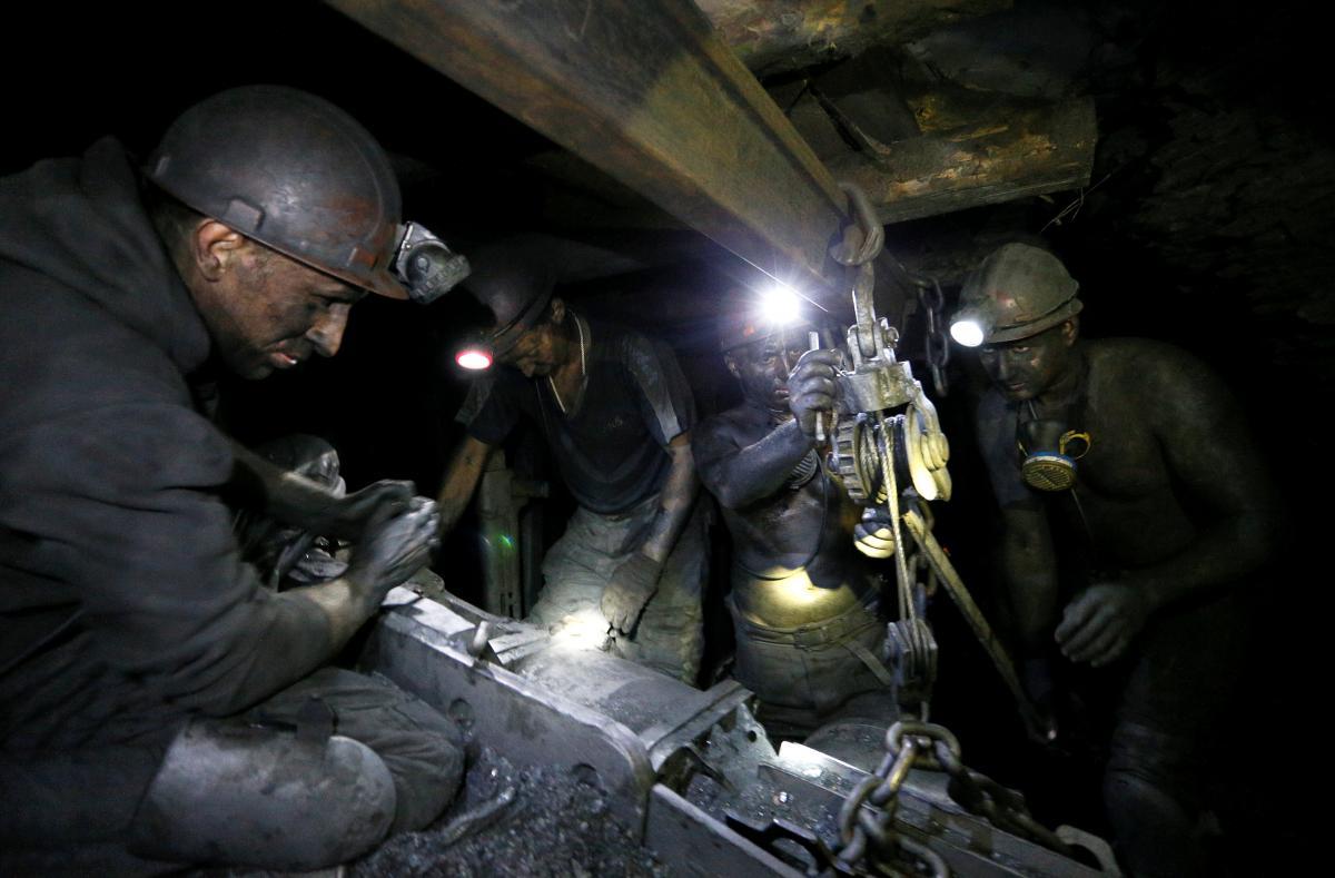 После взрыва на шахте на Донбассе погибло трое шахтеров/ фото REUTERS