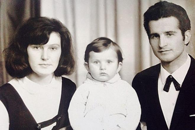 Маленький Андрій Кузьменко з батьками / фото 24smi.org