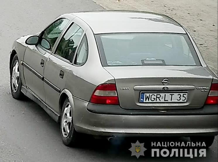 Після інциденту зловмисники втекли на автомобілі «Опель» сірого колір / фото: поліція