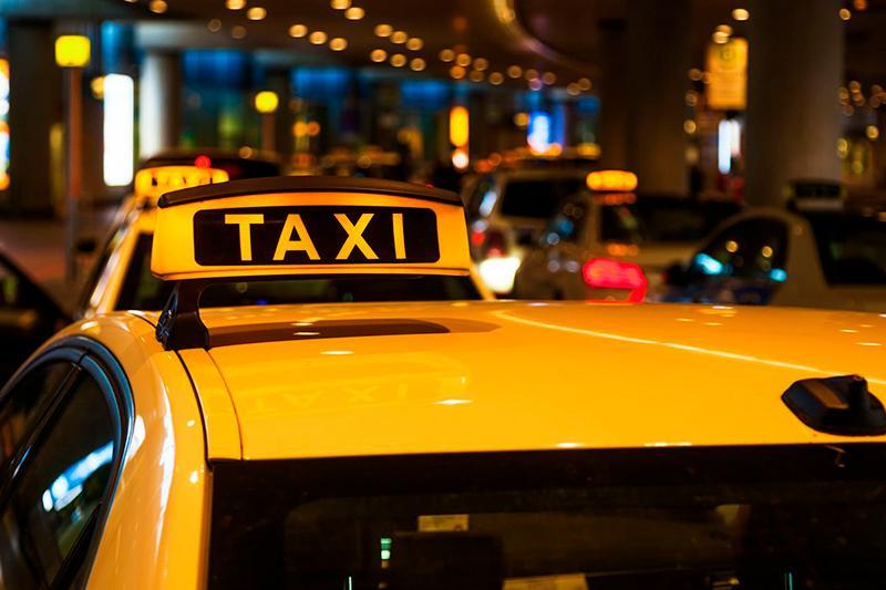Дія закону буде поширюватися на таксі / фото REUTERS