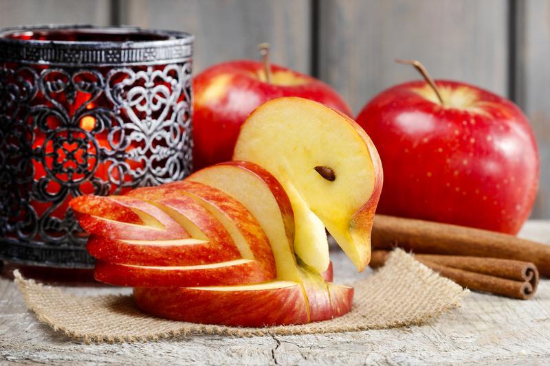 Яблоки являются главным атрибутом праздника / фото: depositphotos