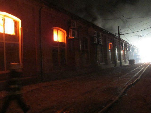 Внаслідок пожежі в одеському готелі було знеструмлено трамвайне депо/ фото facebook.com/MNS.GOV.UA