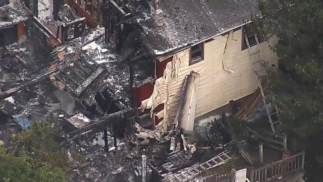 Небольшой самолет упал на дом в США / фото: NBC New York