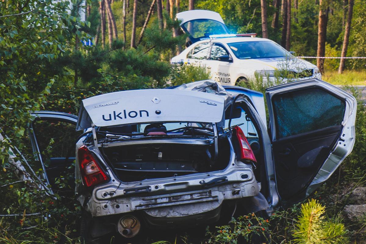"""Renault """"зловив"""" узбіччя і вилетів на смугу зустрічного руху / фото kiev.informator.ua"""