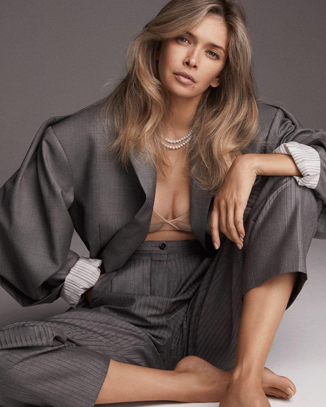 Брежнєва позувала в костюмі оверсайз / instagram.com/ververa