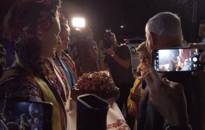 Дружина прем'єра Ізраїлю не стала куштувати український хліб / Facebook, Dmitri Doubov