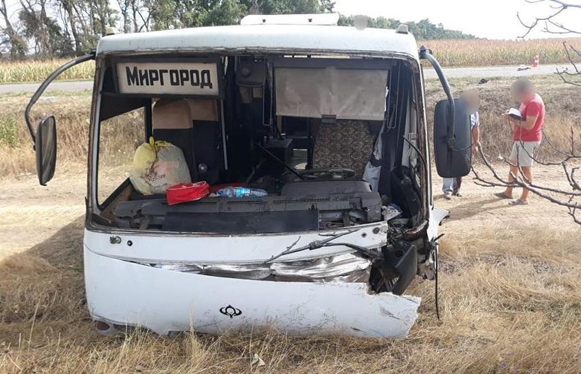 В результаті зіткненняDaewoo Lanos з маршруткою є загиблі й постраждалі / фото: поліція Черкаської області