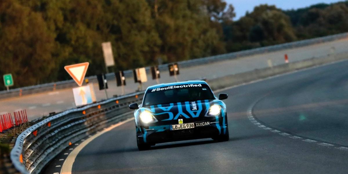 Шість тест-пілотів Porsche змогли подолати 3425 кілометрів/ фото Porsche