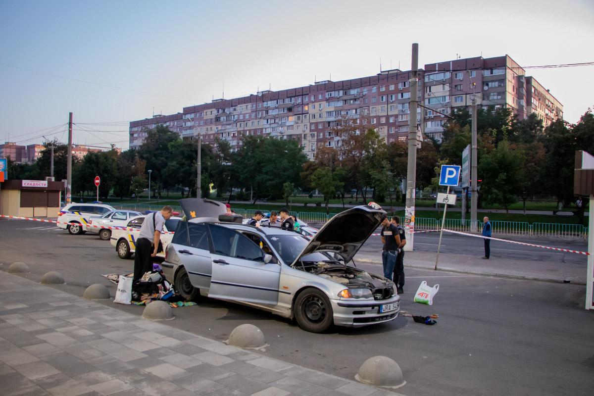 Чоловік сам зізнався патрульним, що сховав тротилову шашку під капотом авто / Фото: Информатор
