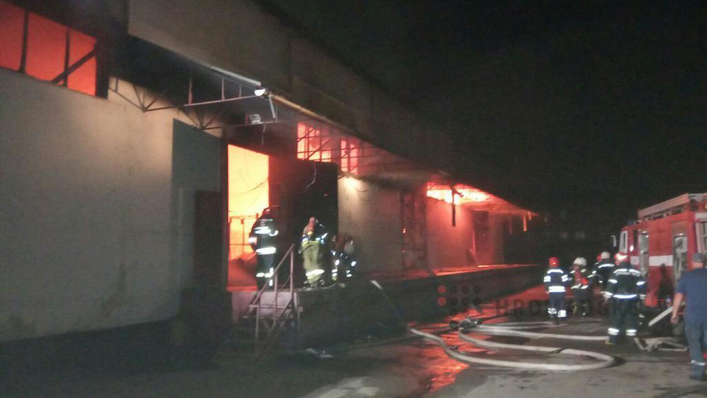 Огонь распространился на площади 1 500 кв. м. / фото dsns.gov.ua