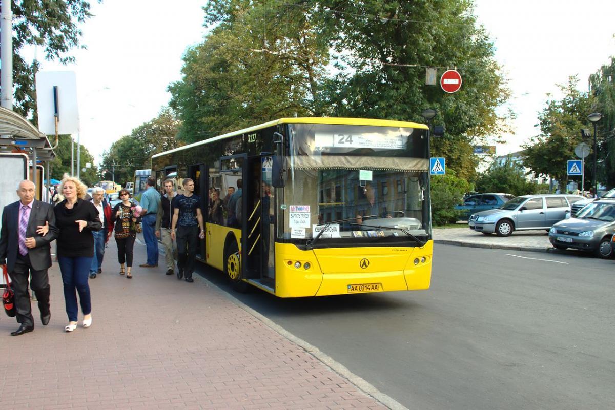Городские власти предупредили киевлян об изменениях в маршрутах автобусов / фото Википедия