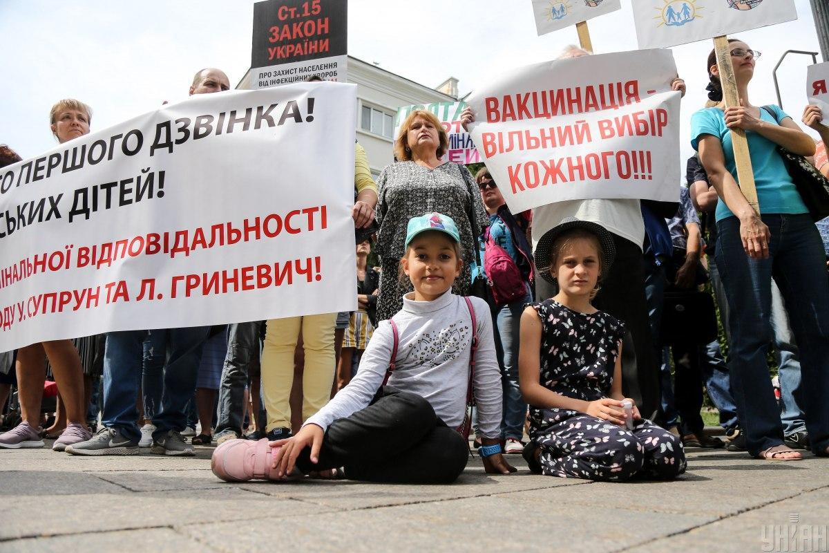 Каждый четвертый украинец считает вакцинациюдетей опасной / УНИАН