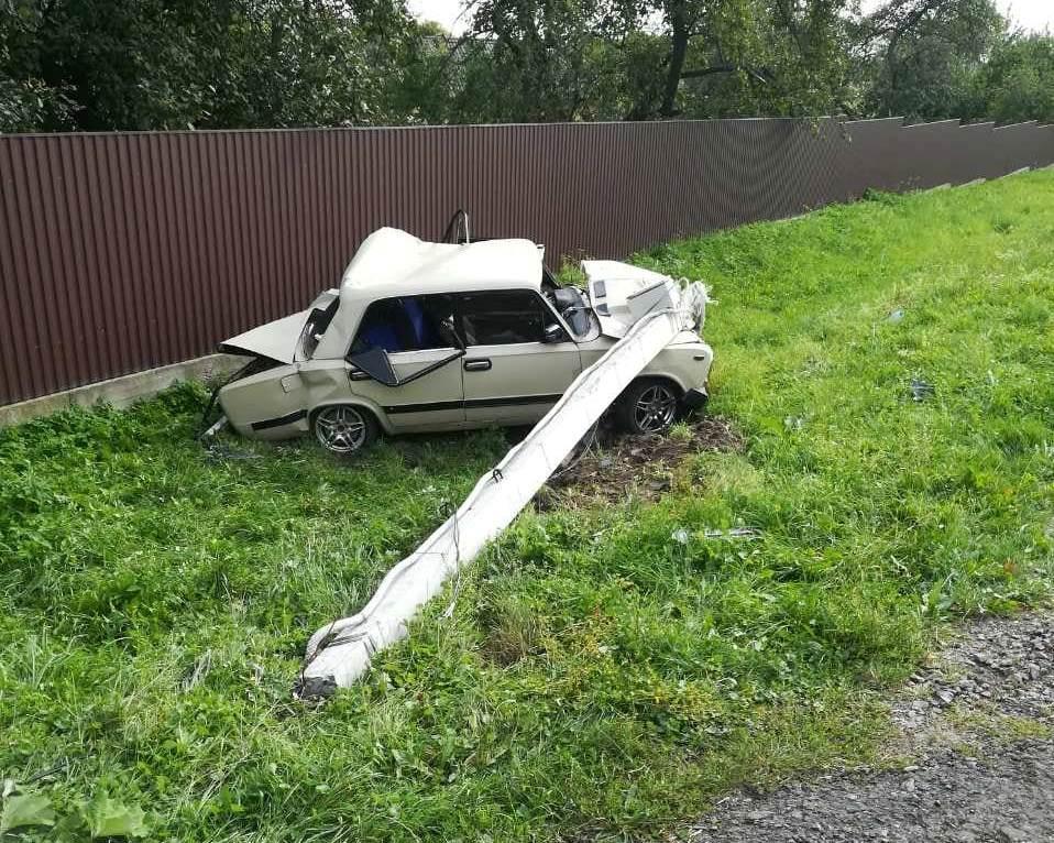 7-летняя дочь водителя легковушки погибла на месте/ фото: ГУ ГСЧС Львовской области