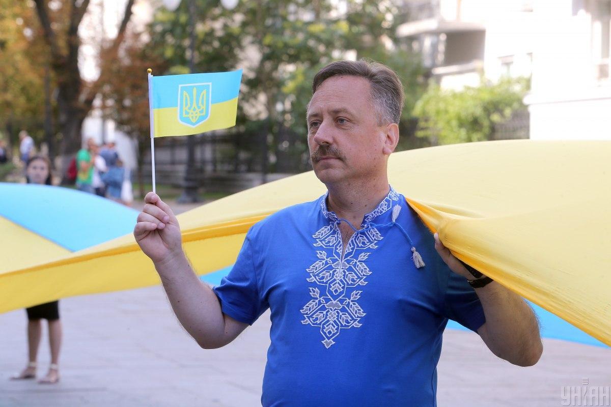Украинцы считают, что закон о деолигархизации не является угрозой для олигархов \ фото УНИАН