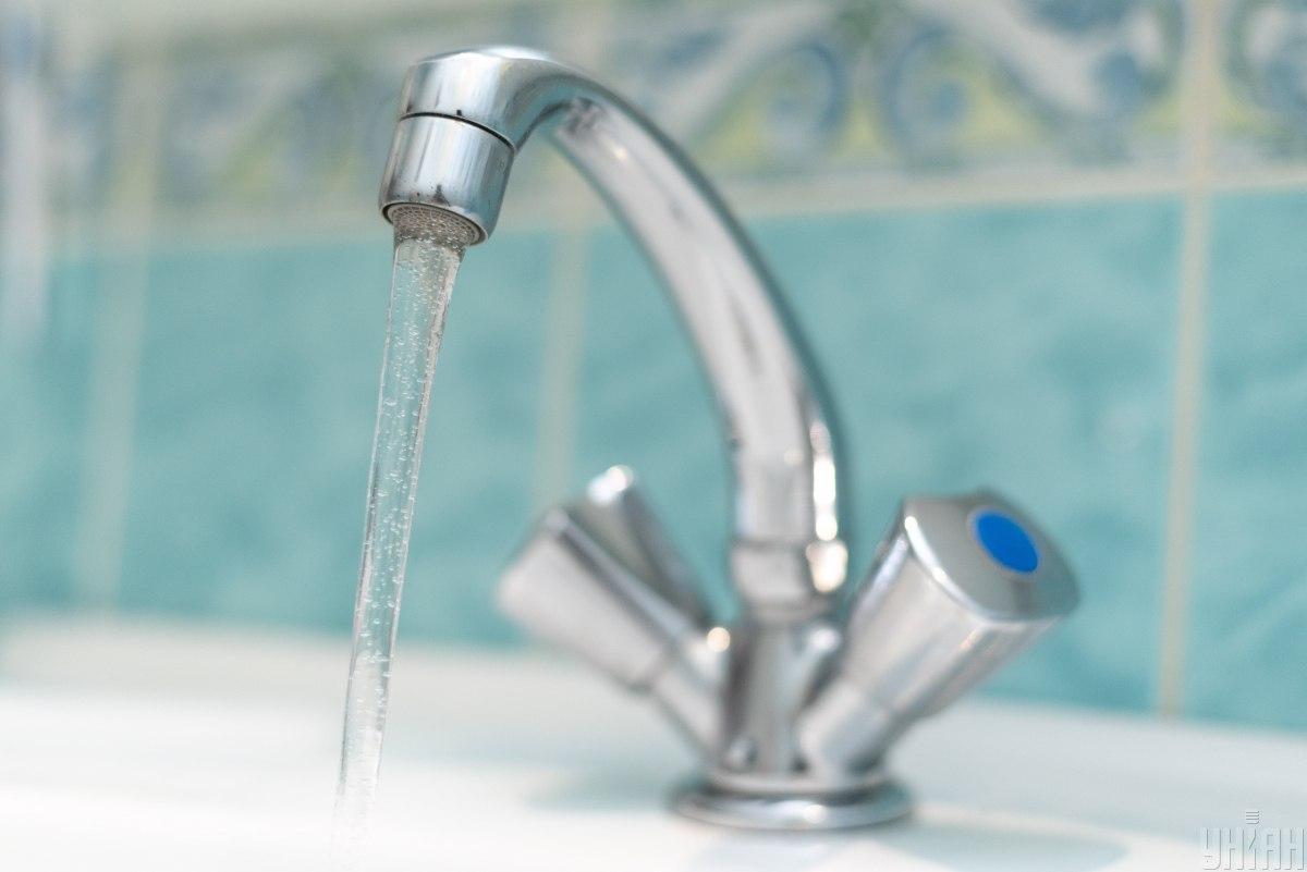 По мнению эколога, артезианскую воду стоит использовать только для питьевого водопотребления \ фото УНИАН