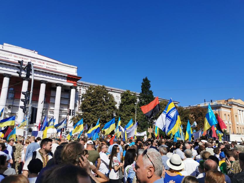 У парку Шевченка зібралися учасники Маршу захисників / фото twitter.com/vmanulik