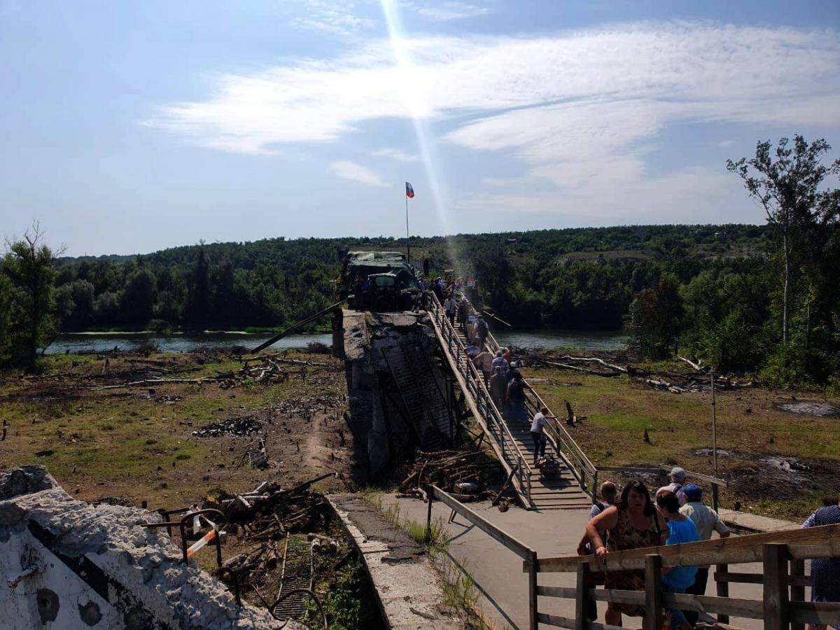 Боевики тормозят процесс восстановления моста / фото facebook.com/pressjfo.news