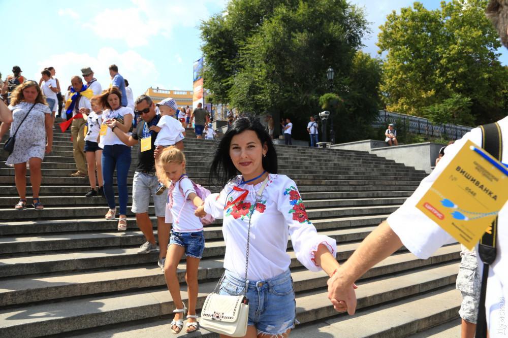 Учасники акції вишикувалися від пам'ятника Дюку де Рішельє до морського вокзалу / фото dumskaya.net