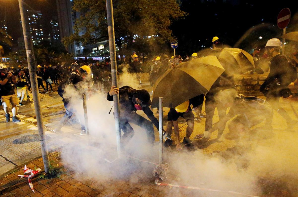 Участники протеста в Гонконге / REUTERS