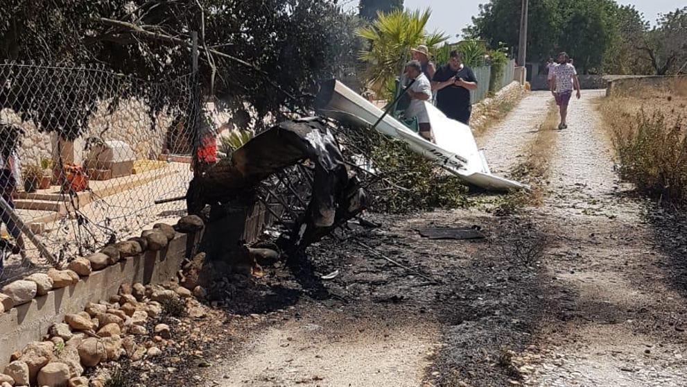 Погибли трое пассажиров самолета и два пассажира вертолета / фото El Pais