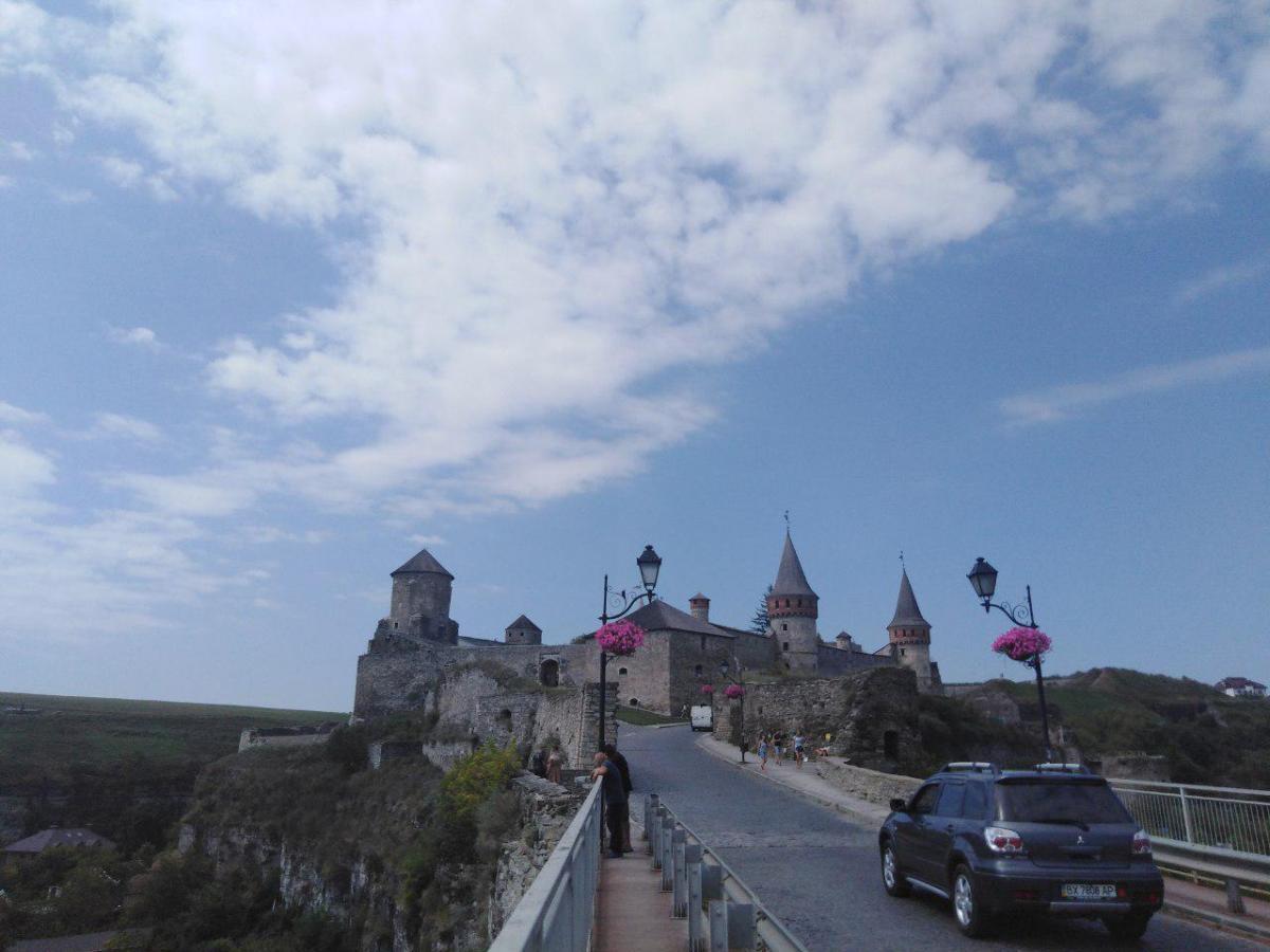 Ведет к крепости старейший из мостов Украины – Турецкий /фото: Елена Броскова