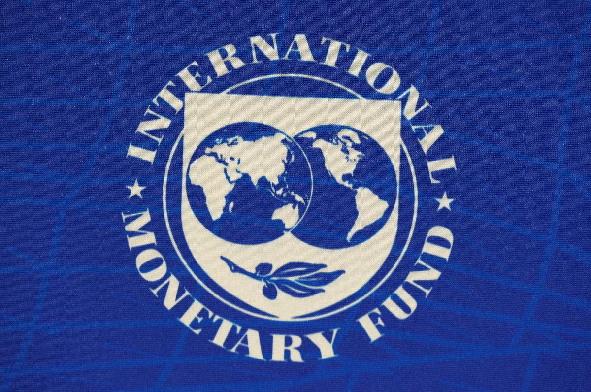 В 2021 году Украина должна перечислить МВФ около 1,6 млрд долларов плановых платежей / Иллюстрация REUTERS