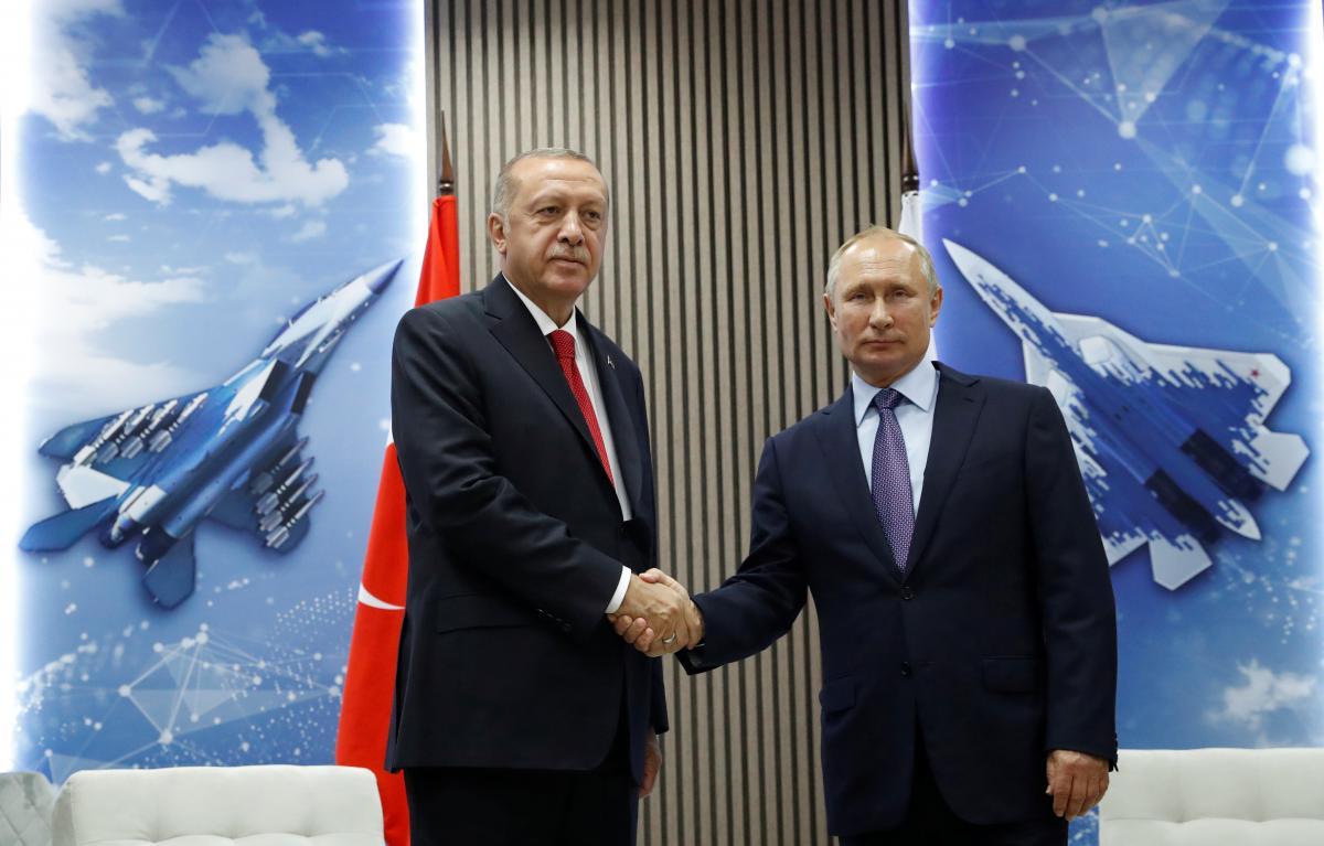 Erdogan and Putin are shaking hands / REUTERS