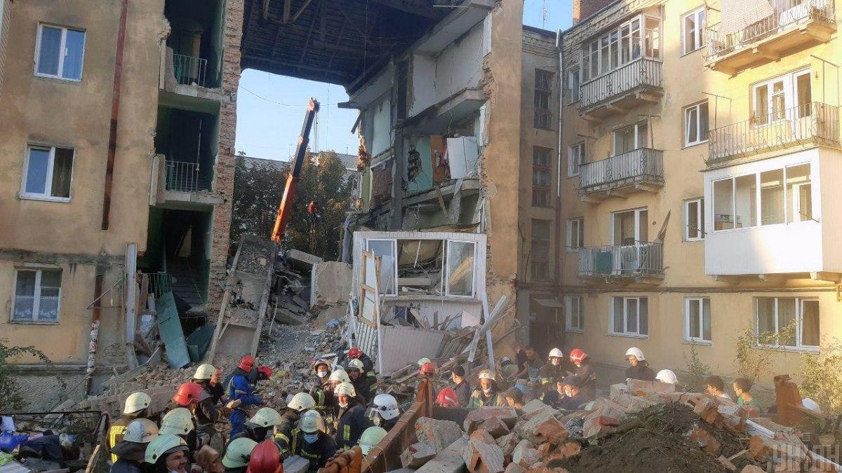 На месте трагедии продолжаются спасательные работы / фото ГСЧС