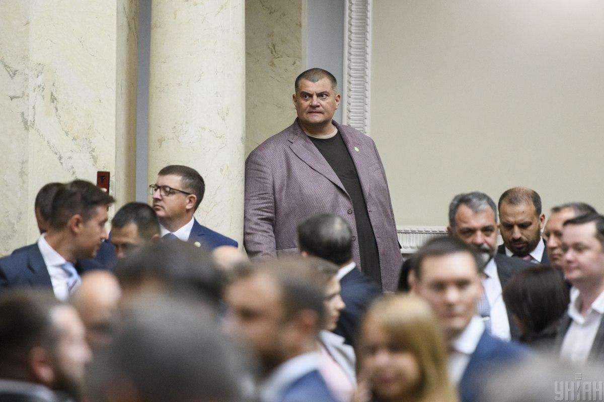 Корявченкову у роботі офіційно допомагає дружина / Фото: УНІАН