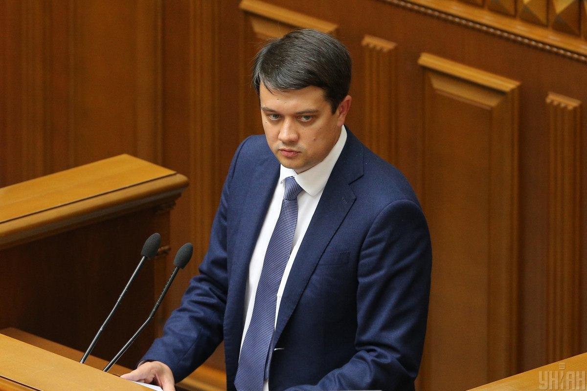 По мнению нынешнего спикера Рады Дмитрия Разумкова, введение в Украине двойного гражданства «может иметь больше негативных последствий, чем позитивных» / фото УНИАН