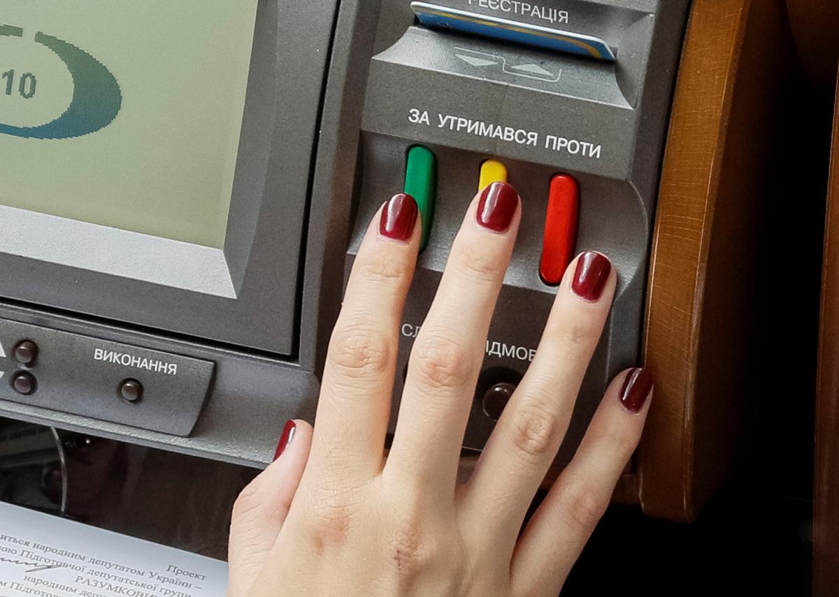 Рада ухвалила закон про електронний документообіг / Ілюстрація REUTERS