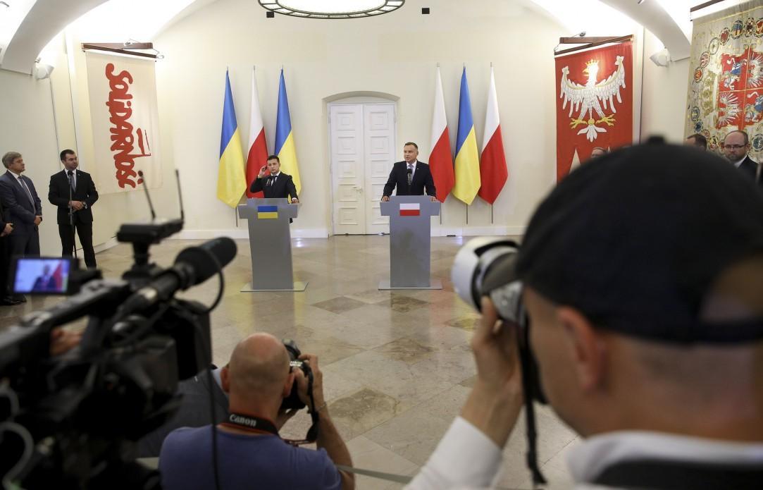 Зеленский заявил о готовности снять мораторий на эксгумацию польских захоронений в Украине / фото president.gov.ua