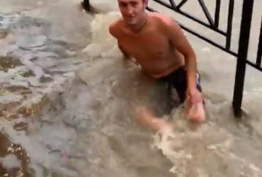 Найпопулярніший курорт Росії пішов під воду (відео)