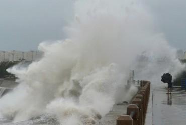 """На сході Китаю п'ятеро людей стали жертвами тайфуну """"Лекіма"""""""