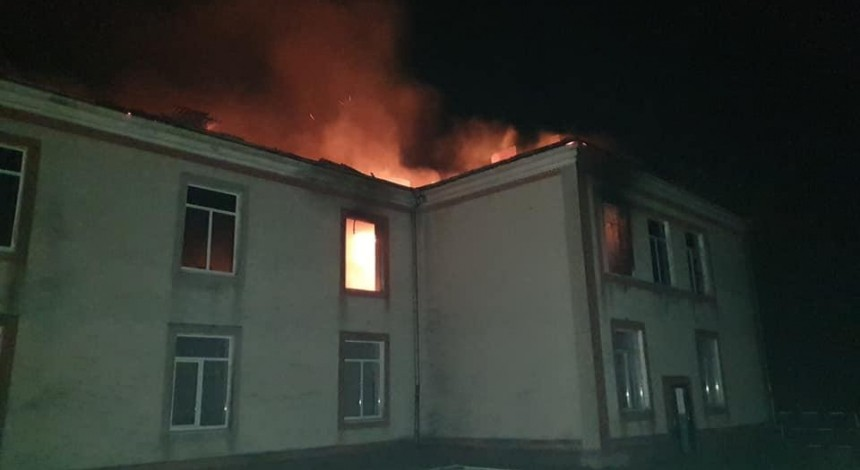 Уночі на Тернопільщині згоріла школа (фото)